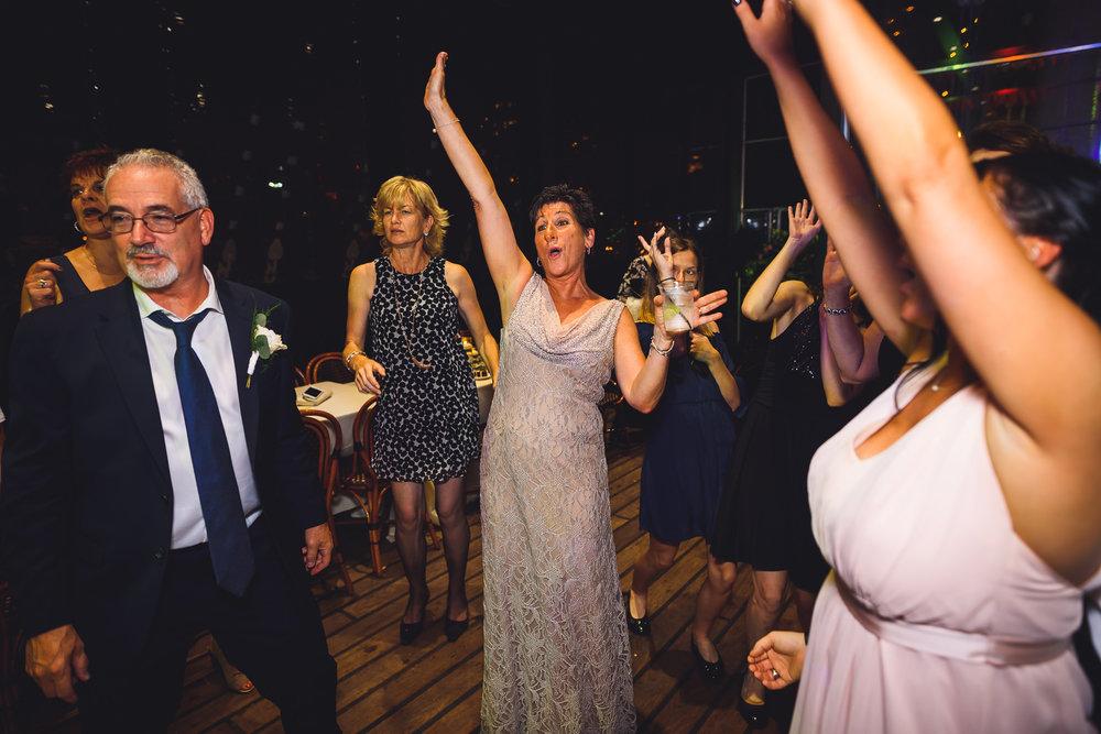 Moshulu-Wedding-Photographer-0068.jpg