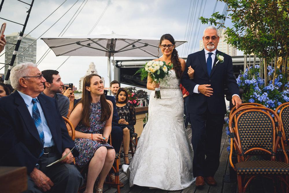 Moshulu-Wedding-Photographer-0032.jpg
