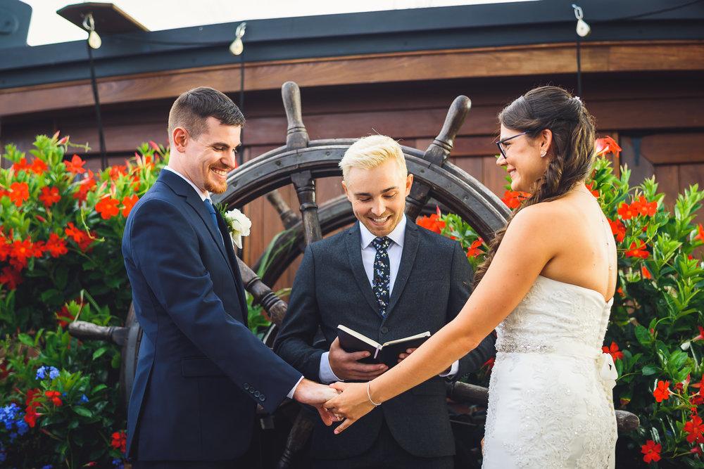Moshulu-Wedding-Photographer-0034.jpg