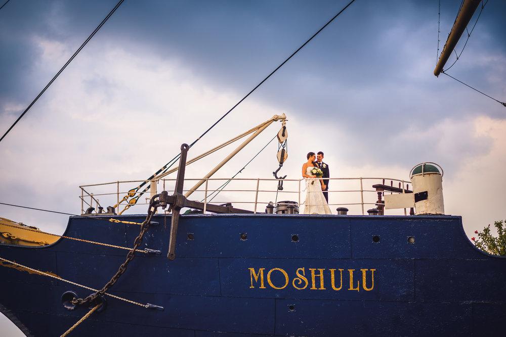 Moshulu-Wedding-Photographer-0040.jpg