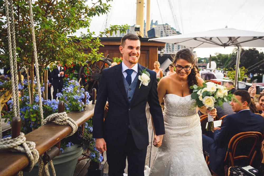 Moshulu-Wedding-Photographer-0039.jpg
