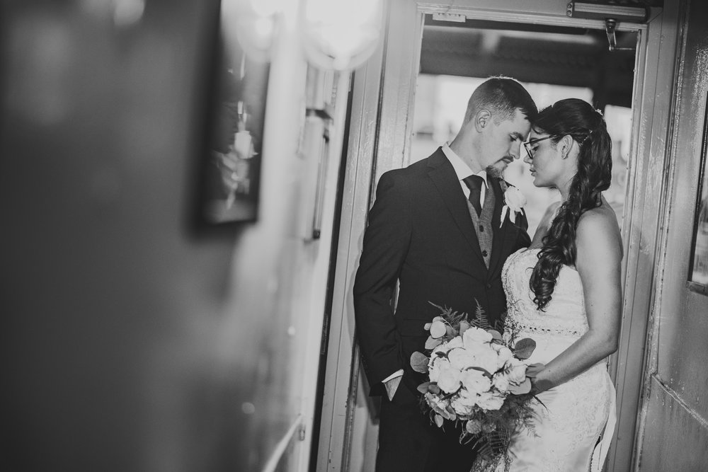 Moshulu-Wedding-Photographer-0041.jpg
