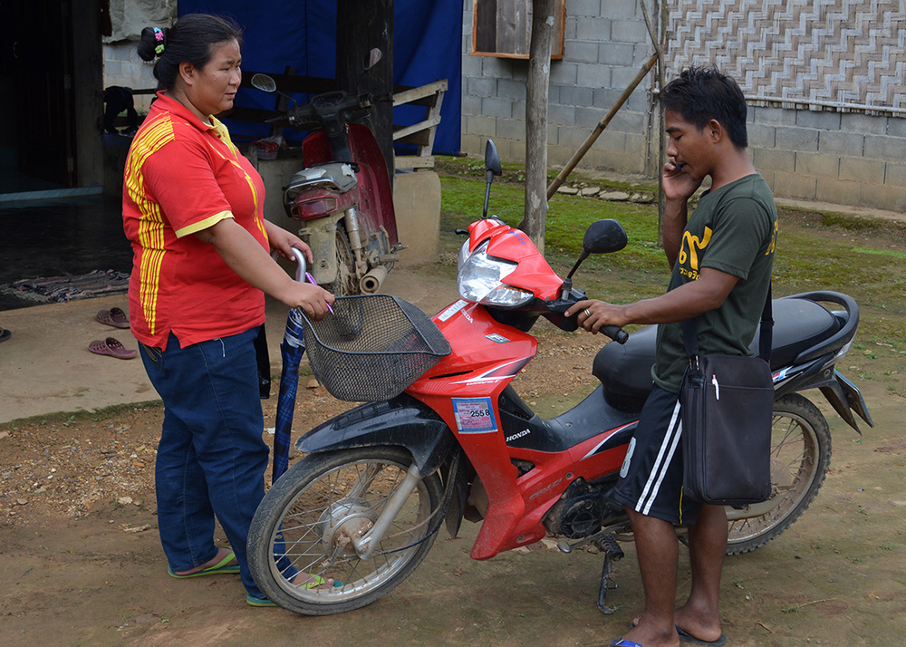 Pimpa and Daeng stopping to coordinate the interviews during the baseline community survey.
