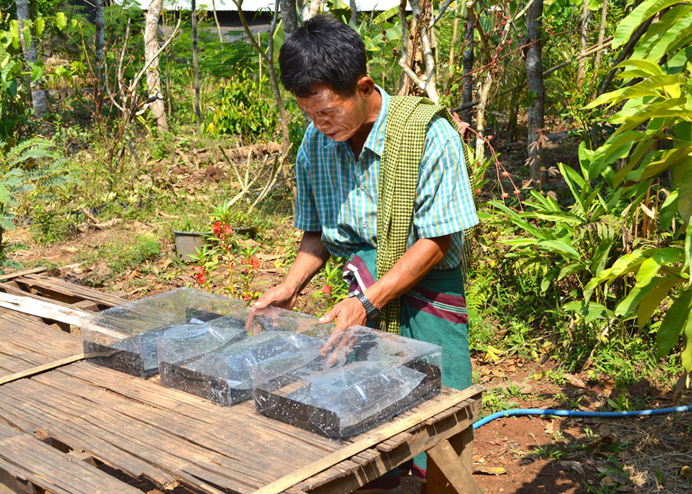 One of the users in Moraka who had started to use SODIS X to make hot water for making coffee
