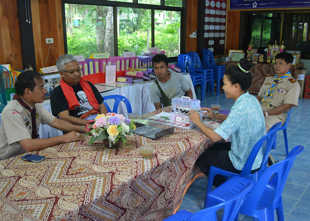 Discussing plans with the headmaster and teachers of Ban Mai school on the day before the activities