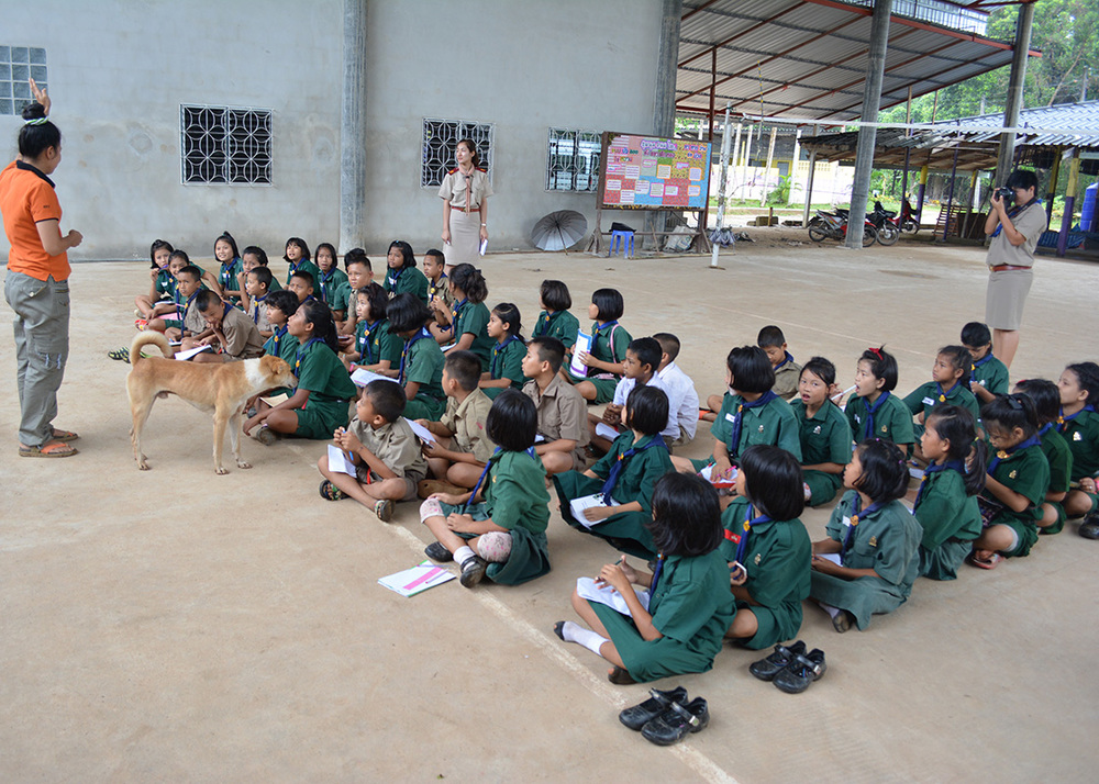Interactive learning activities on safe drinking water and treatment methods at Huay Malai school