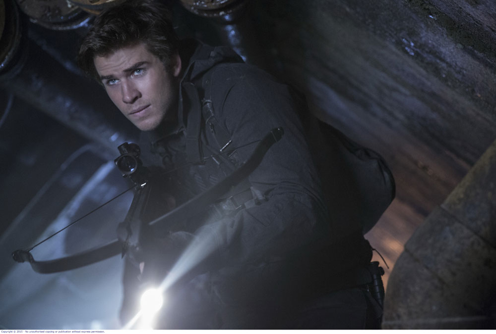 LIAM HEMSWORTH in THE HUNGER GAMES MOCKINGJAY PART 2