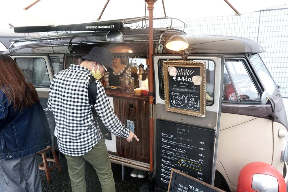 場館內轉角就會出現的美食車,每一架都有自己的招牌特式。