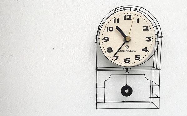 舊物以外的驚喜,以復古鐘板的風格手工再造的掛牆鐘。