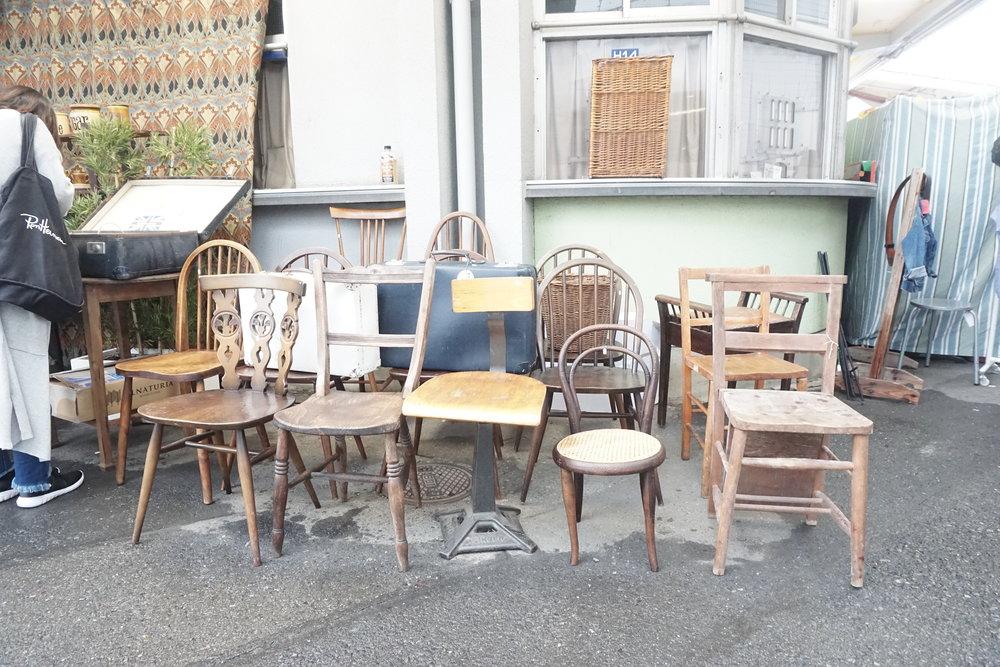 啊啊啊啊,想抬回家做大廳椅子!(如果你夠膽,是可以用保鮮紙包好寄倉回香港的,我試過帶一張回去。)