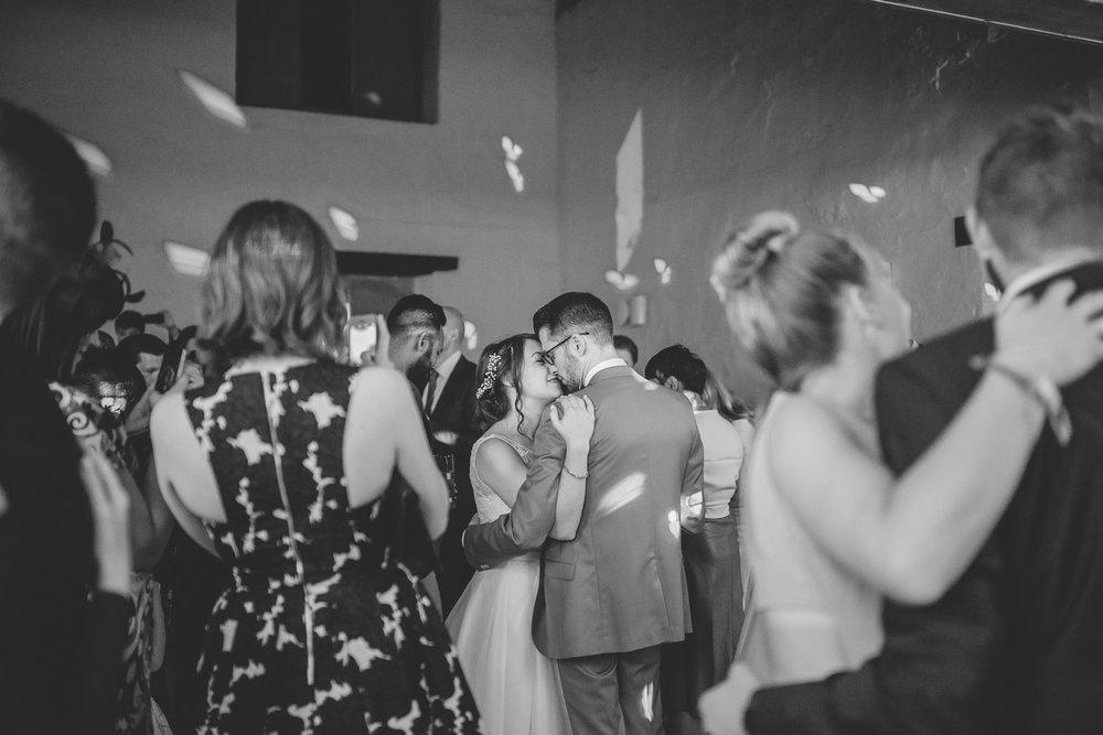 HowIShootBlogPost_firstdance-1-2.jpg