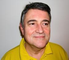 Prof.asoc.Prof.h.c. Dr.h.c.Dr.med.dent. Ottaviano Tapparo  ist Zahnarzt für Naturheilverfahren und arbeitet seit 1979 in der zahnärztlichen Implantologie. Seit 1987 erforscht er die Auswirkungen von zahnärztlichen Materialien und Umweltgiften auf den menschlichen Organismus und deren Zusammenhänge mit chronischen Erkrankungen sowie Störungen unklarer Genese. Seit 1986 arbeitet er mit verschiedenen Laserverfahren. Als Mitglied zahlreicher Fachgesellschaften und interdisziplinärer Forschungsgruppen hat   Prof.Dr.Tapparo sich auf Knochenregeneration und –neubildung spezialisiert und war einer der ersten, die den Sinuslift (ein komplexes Verfahren zur Vorbereitung von Oberkieferimplantaten) in Deutschland durchgeführt haben.Er ist opinion leader für autologe Wachstumsfaktroren (CGF) und Dozentfür metallfreie Implatologie sowie Diagnose und Therapie von Kiefergelenkserkranungen und deren Auswirkungen auf die Kopfdrehzone (Atlas/Dens Axis).
