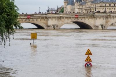 paris flood by jwang