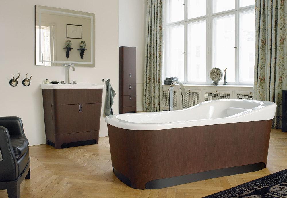Серии мебели для ванных комнатDuravit Delos иDuravit Esplanade   Для ванных комнат компания Duravit использует продукт ALPIkord (шпон на пластике) .