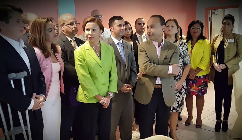 Rossana ante la Organización de Oficiales Puertorriqueños Electos en los Estados Unidos durante los trabajos realizados en octubre 2015 en Orlando, FL.