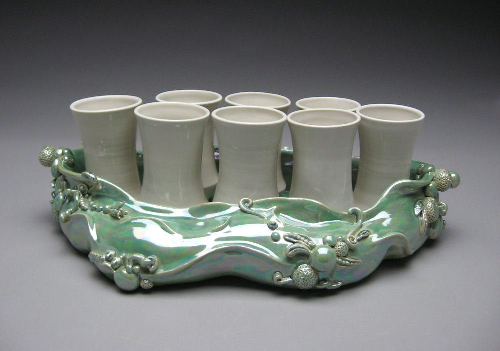 Undulating tray with Cups