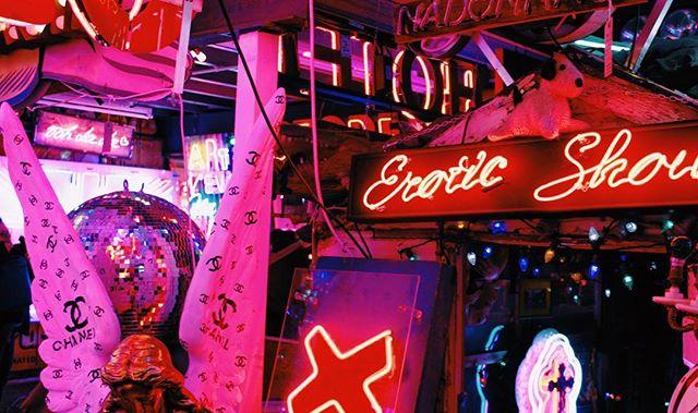 Gods own Junkyard -2017 • • • • • #vsco #500px #vscam #TheLensBible #london #justgoshoot #neon #thecreative #shoot2kill #explore #sign #artofvisuals #chanel #photography #brand #neonsign #godsownjunkyard #neonvibe