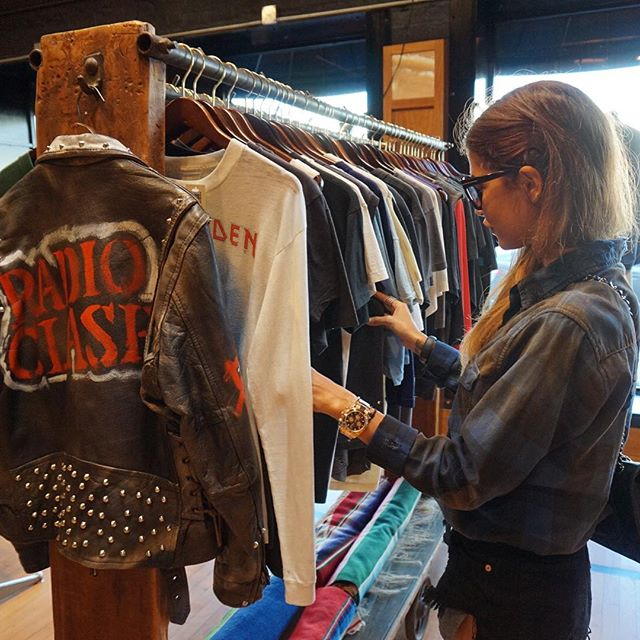 Discover vintage cool pieces in LA #me #instame #instagood #instalike #instpicture #blog #beauty #bestoftheday #cute #chanel #life #live #look #follow #fashion #followme #girl #glam #losangeles #vintage #party #pretty #cute #swag #smile #travel
