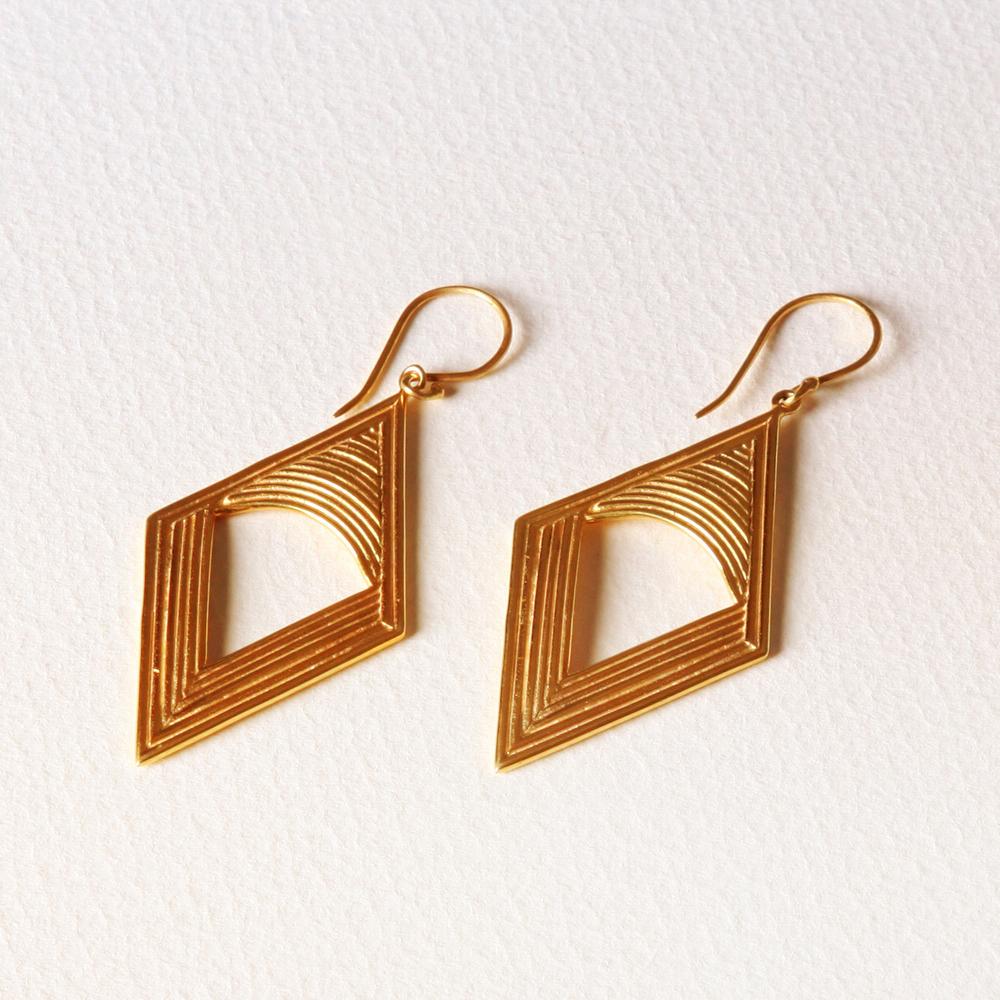 YW-E012-1A  Single Rainbow Diamond Earrings.jpg