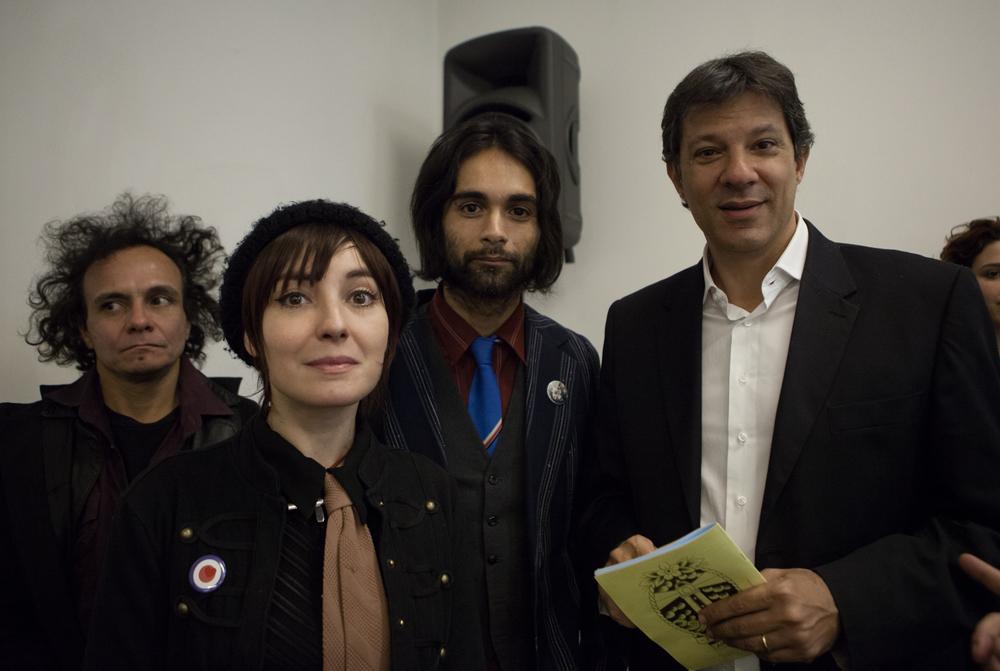 Fernando Haddad, Andy Marshall, Talita Bewlay e um dos peculiares residentes da ocupação Ouvidor 63.