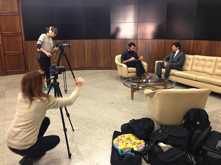 Primeira entrevista fora do estúdio