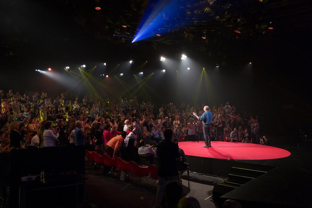 Ethan fem sua palestra no TED Global, no Rio de Janeiro