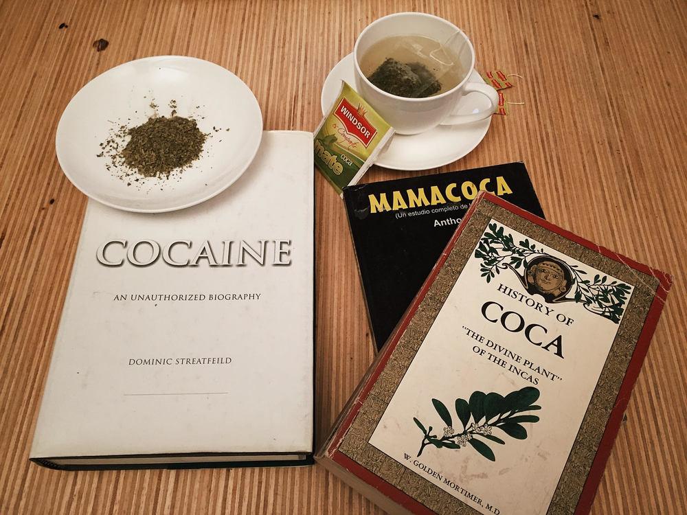 Folha, chá e informação. Ingredientes do Segunda Dose sobre coca.