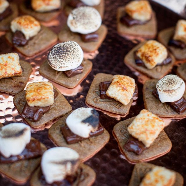 A fun summer take on s'mores from @jessicalaskycatering. Omg — you guys their food is amazing!
