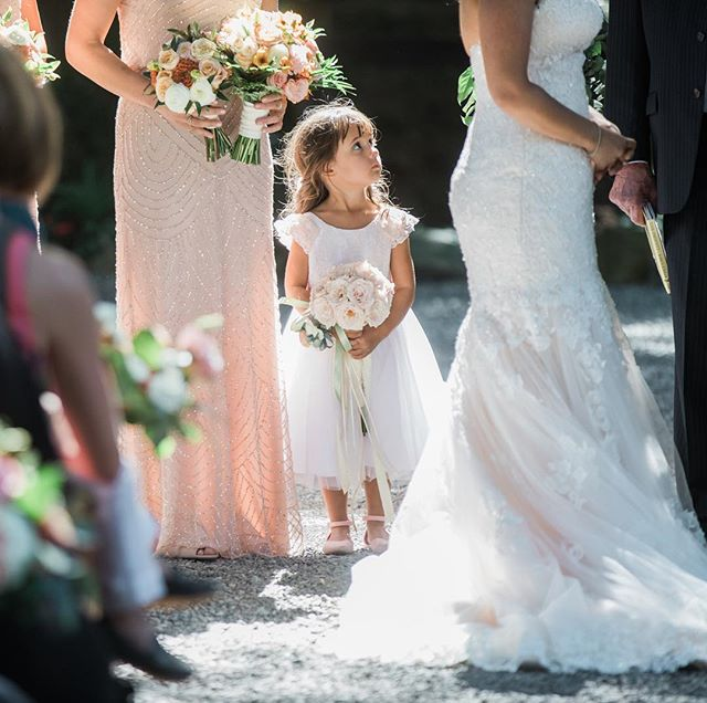 She stood at the alter the entire ceremony! Even with a little rock in her shoe. Now that's dedication. 🌷🤣💕