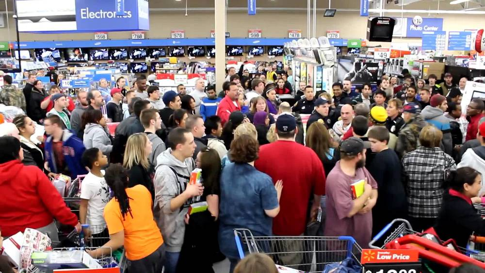 An example of a Black Friday crowd.