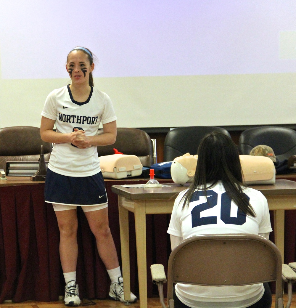 Emily Yoo, Acompora Challenge founder, addresses the team during their CPR/AED training. (Photo/Doreen Yoo)