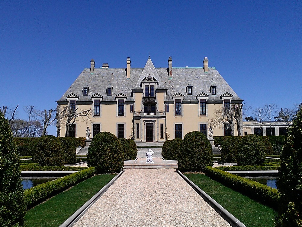 A potential deal turning over ownership of Oheka Castle, above, and the Cold Spring Harbor Country Club to retired professional golfer Jack Nicklaus and Stanley Gale, a Lloyd Harbor native and chairman and CEO of Gale International, has emerged.