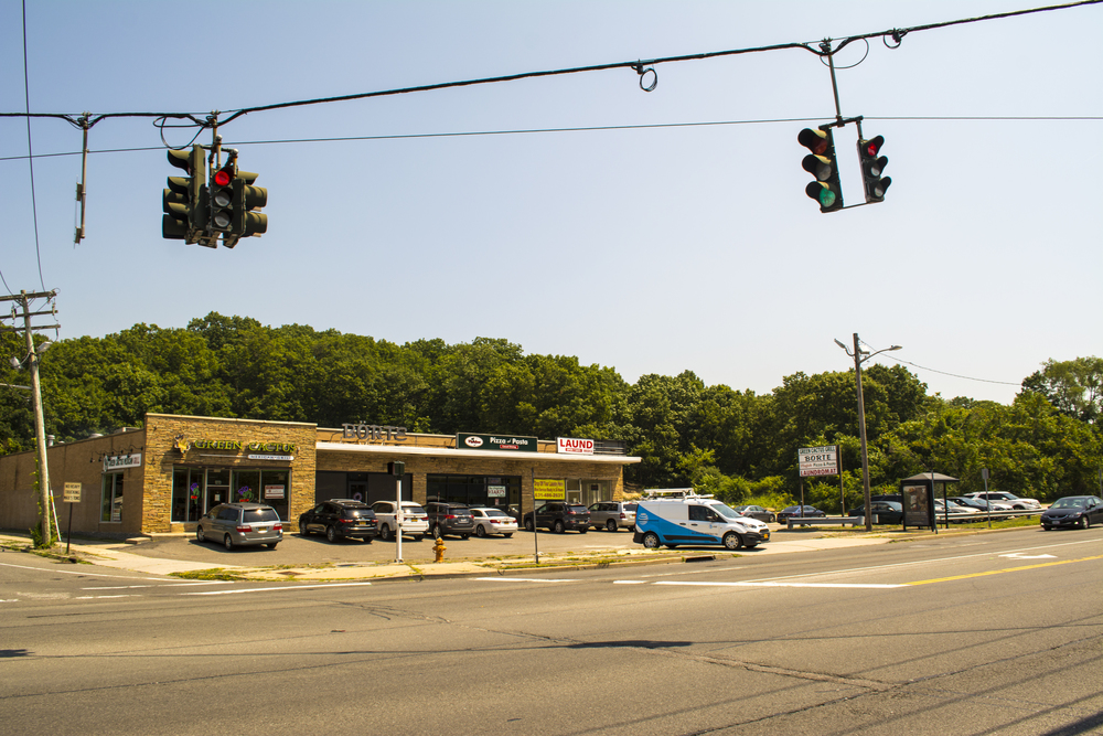 Opponents of a 486,000-square-foot shopping mall planned for the northeast corner of Jericho Turnpike and Manor Road in Elwood have taken aim at the environmental aspects of the project.