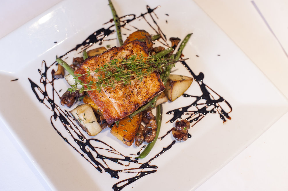 The Salmone offers trumpet royale mushrooms, haricot vert, butternut squash, caramelized walnuts and with a drizzle of apple and balsamic reduction.