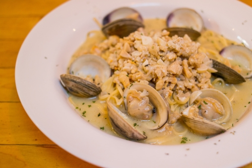 The Linguine with White Clam Sauce plates hearty shelled clams, and chunks liberally mixed in with the linguine.