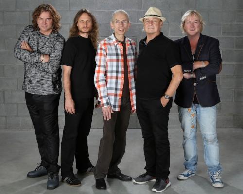 Yes band members, from left, Billy Sherwood, Jon Davison, Steve Howe, Allan White and Geoff Downs. Photo by Glenn Gottlieb