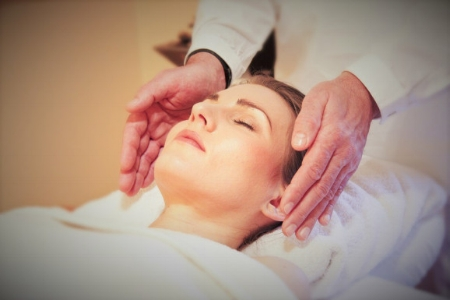 """Reiki"" treatment is a Japanese style of stress-reduction therapy that works by channeling the positive energies of one's body.   Photo/Isabelmartinventura.com"