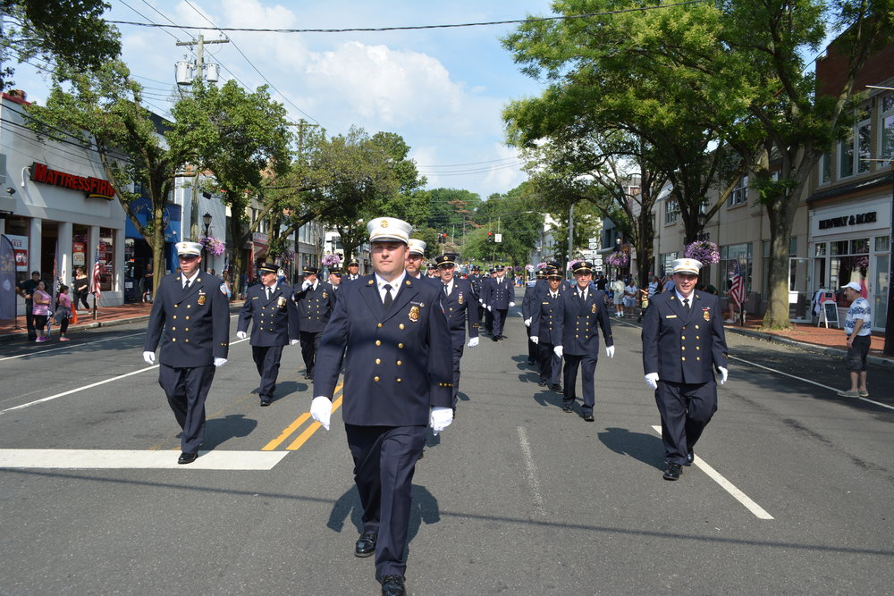 FD03_Hunt_Members_Lead_Parade.JPG