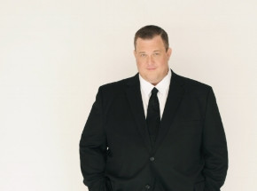 "Former ""Mike & Molly"" star Billy Gardell is scheduled to take the stage for a night of comedy at The Paramount Saturday."