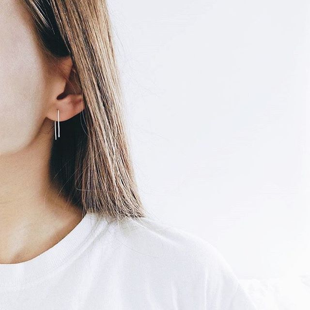 our delicate silver ear threaders worn by @by_annna 🤩