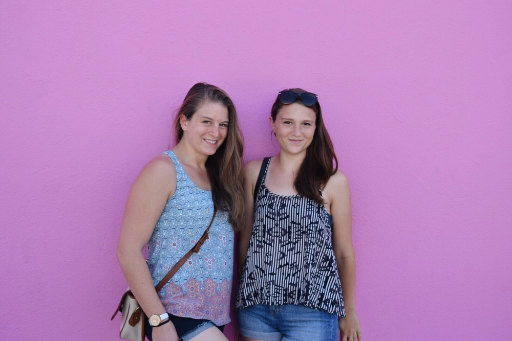 PS please go to the pink wall ;) selfie gold here