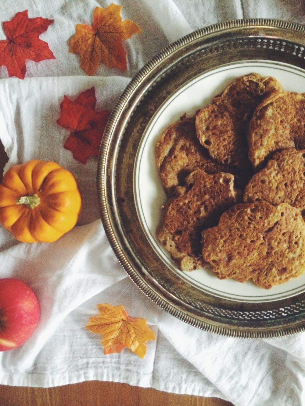 Caramelized Apple & Cinnamon Swirl Pancakes (gluten free, vegan, refined sugar-free) // My Natural Kitchen