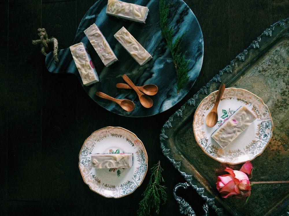 raspberry & white chocolate swirl cake with dark chocolate crust (raw, vegan, gluten free) // my natural kitchen