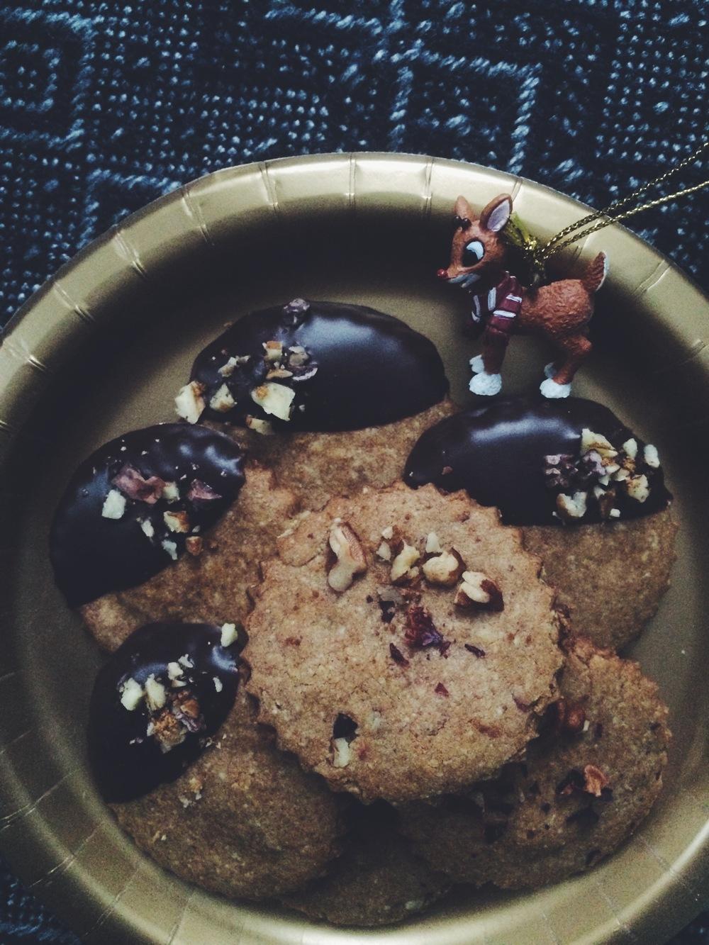 Pecan Rose Shortbread & Chocolate-Dipped Pecan Shortbread (gf, vegan) // my natural kitchen