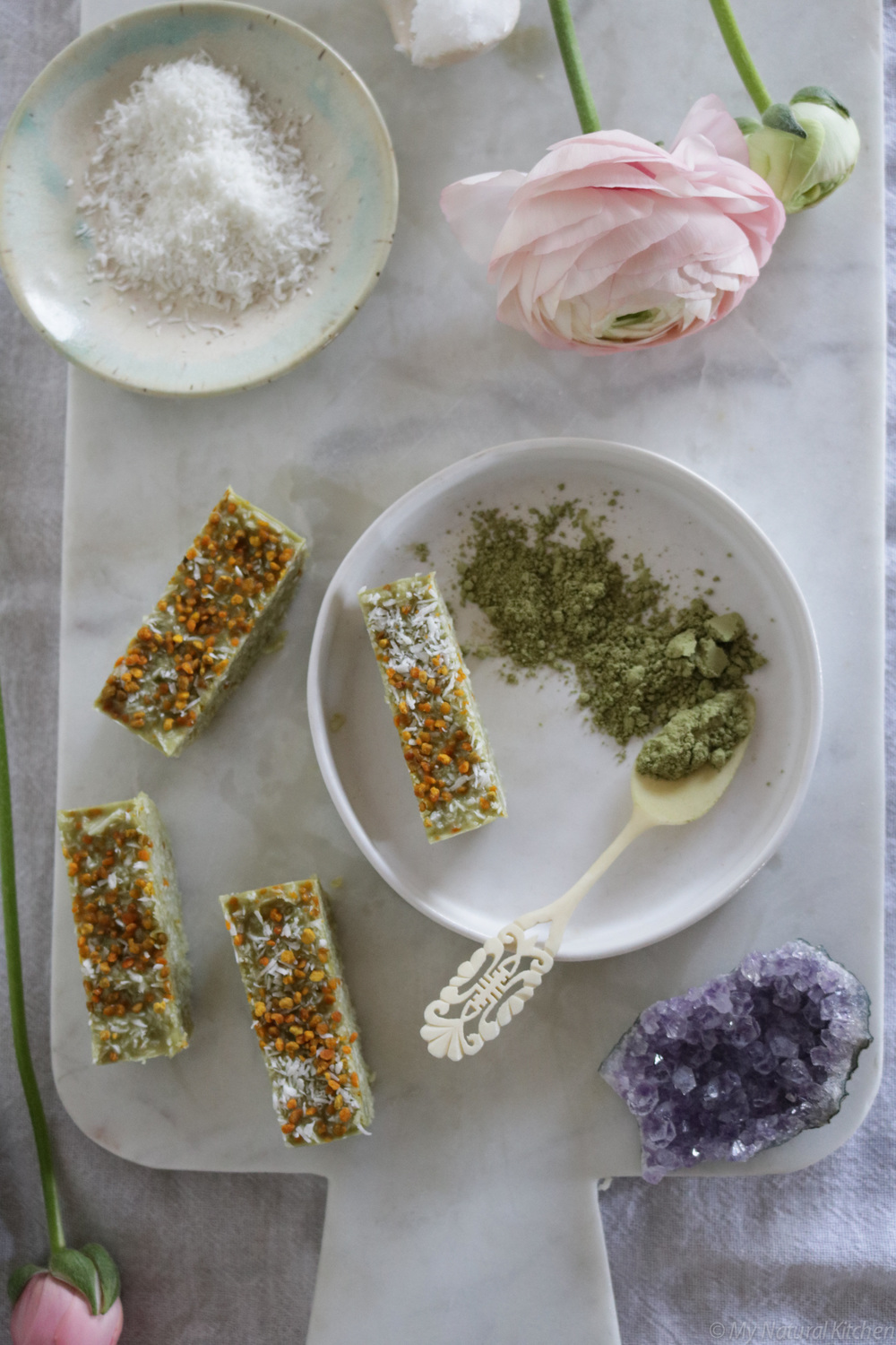no-bake matcha coconut + bee pollen bars (gluten free, raw) from my natural kitchen