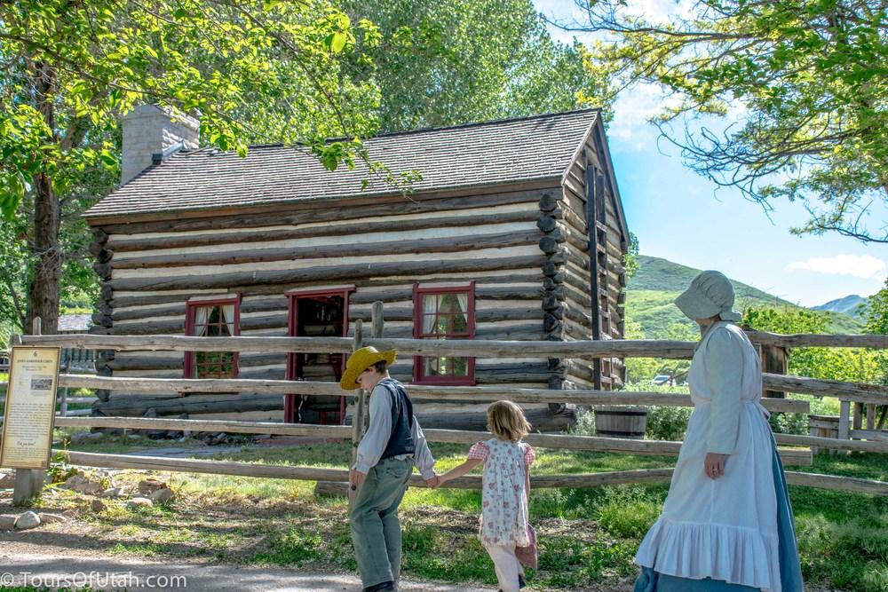 Mormon pioneer cabin on salt lake city tour salt lake for Log cabins in utah