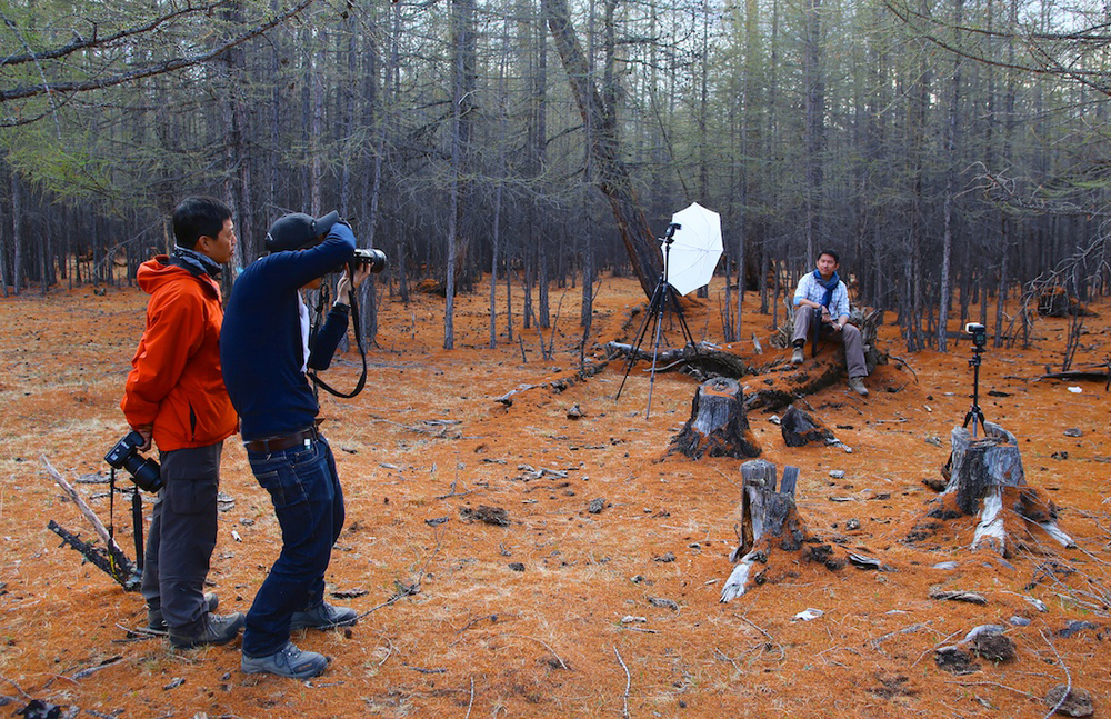 An impromptu flash photography lesson in Mongolia - photo by Nelson Ng