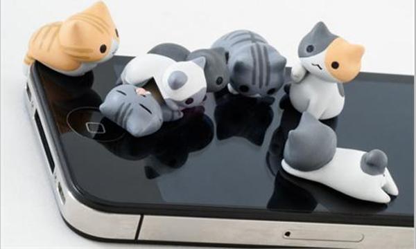 201301-cat-headphones-jack-iphone-japanese-3_0