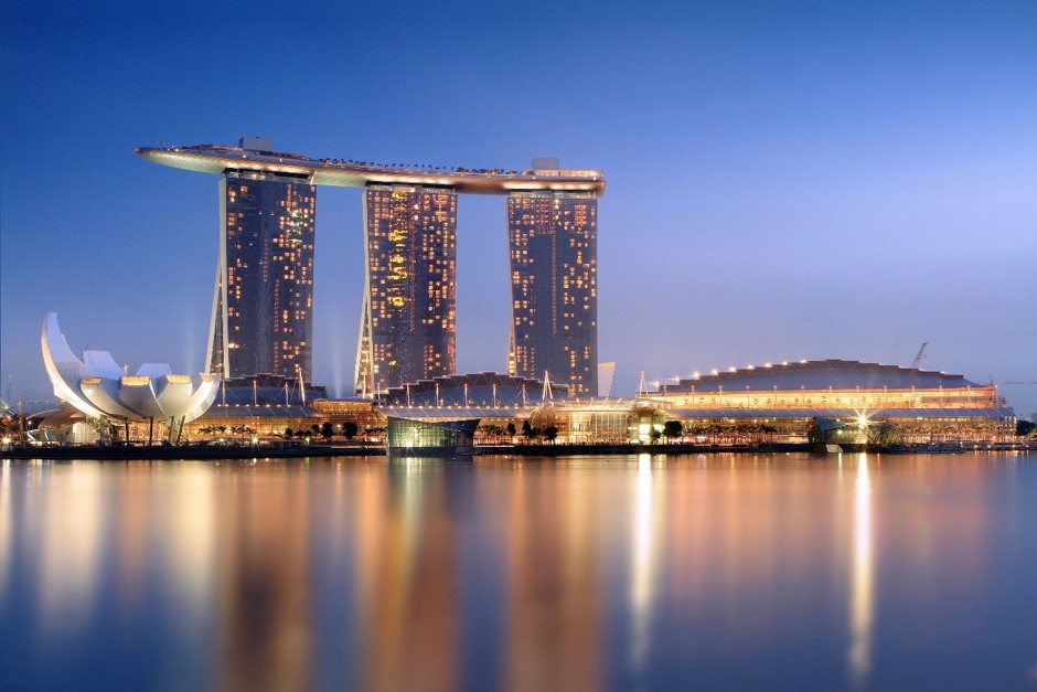 Picture credit: Marina Bay Sands in the evening by Someformofhuman