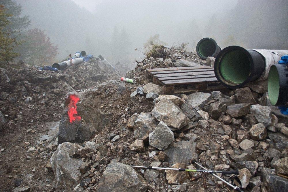 Foto 4. Importante movimentazione di materiali lungo il cantiere. © Raphael Weber / Pro Natura